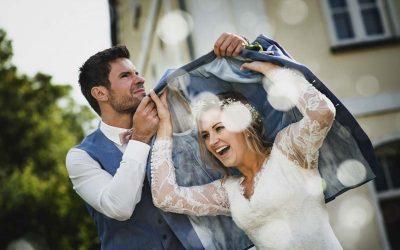 Wie der Regen zur Hochzeit baden geht! 4 Tipps für die freie Trauung im Regen