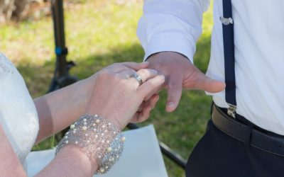 Schmuck zur Hochzeit – vom Blumenhaarkranz bis Fußkettchen